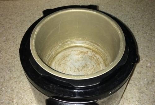 bahaya-panci-rice-cooker-rusak-terkelupas