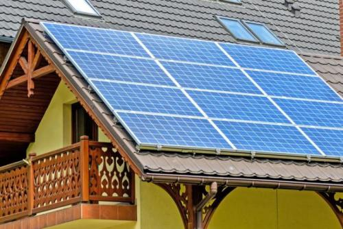 panel tenaga surya di rumah